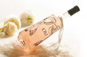 oh-coteaux-aix-provence-bouteille-rose-bustier-vin-ofre-rose-provence